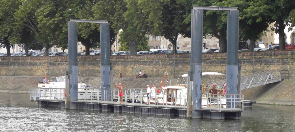 Revue fluvial moselle un port de plaisance pour thionville for Piscine thionville