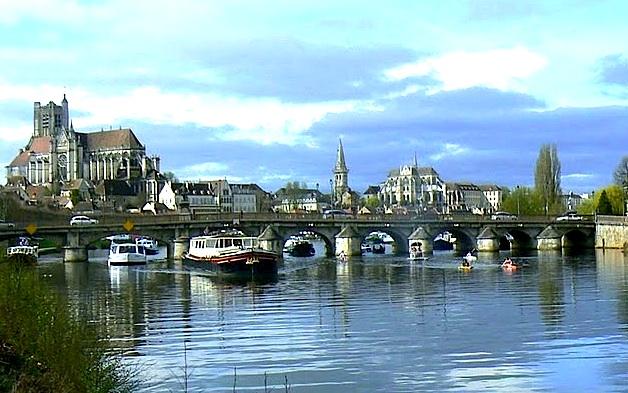 LES PONTS DANS LE MONDE Auxerre_armada_1er_avril_basse_def