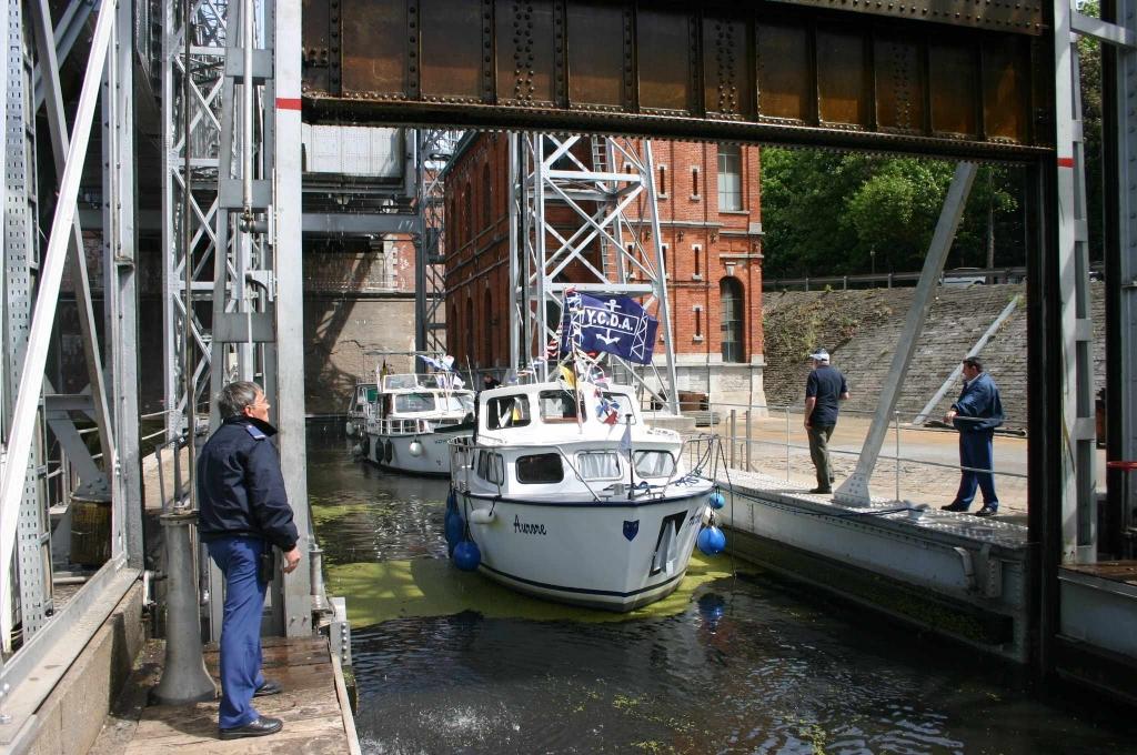 revue fluvial belgique l 39 ascenseur de la louvi re est enfin rouvert la navigation. Black Bedroom Furniture Sets. Home Design Ideas