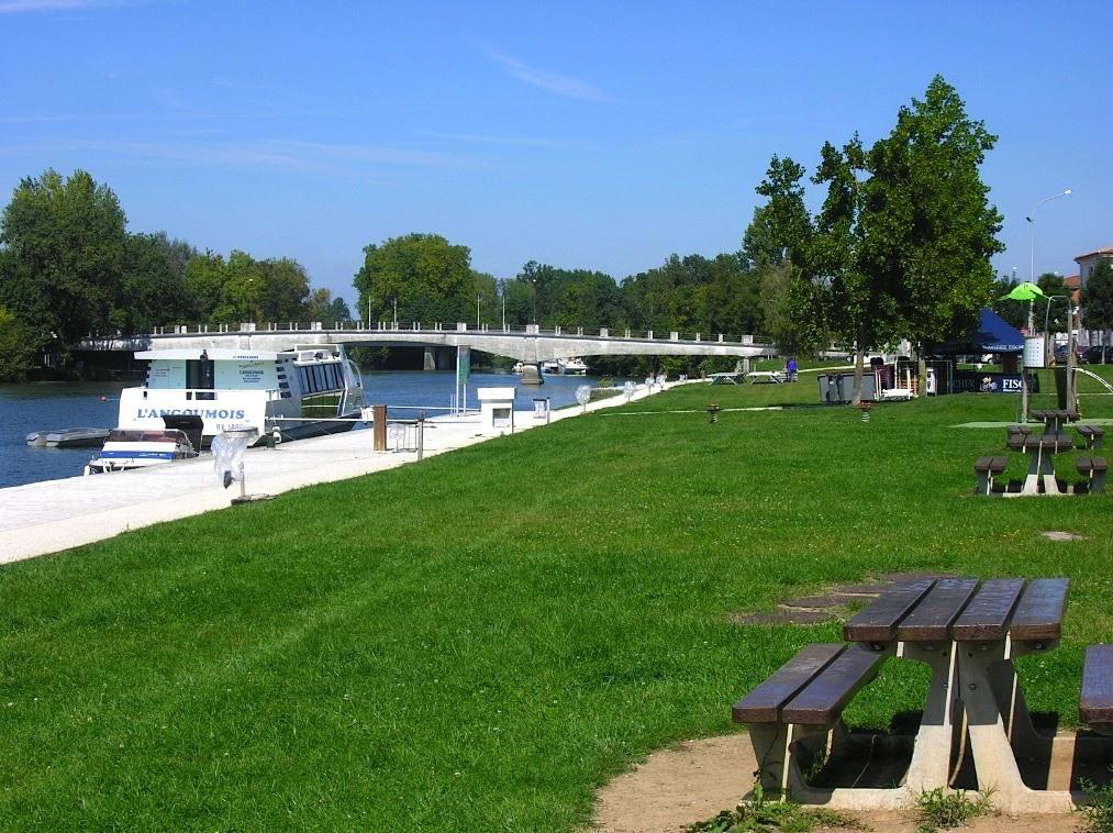 Revue fluvial angoul me au port l 39 houmeau accueil gardiennage et croissants chauds - Office du tourisme angouleme ...