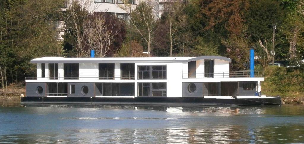 Célèbre Revue Fluvial Plaisance Techni Carène crée une gamme de bateaux à  SH06