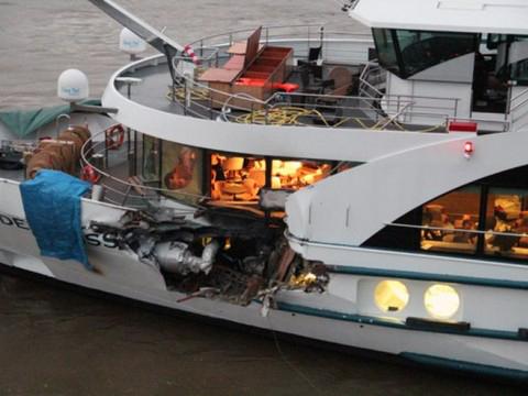 c155c3d1123 Pays-Bas  collision entre un bateau de croisière suisse et un cargo (Photo