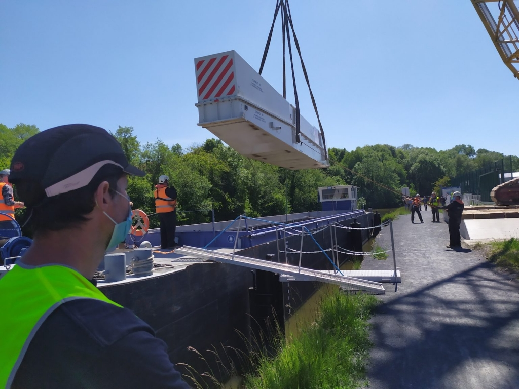 Jeumont Electric : un rotor de 300 tonnes transporté sur la Sambre (Photo D.R.)